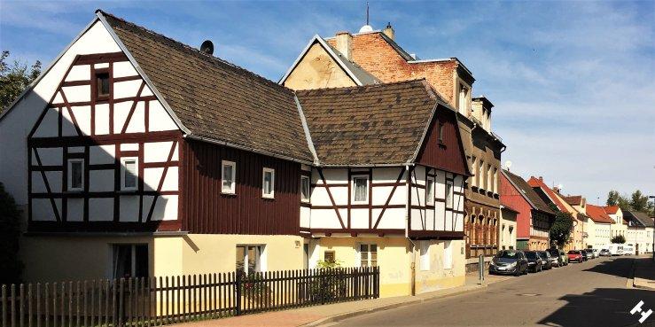 Historischer Fachwerkbau am Pleißenufer in der Zwickauer Straße
