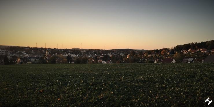 Abendliches Panorama vom Standpunkt Hainstraße mit Sicht auf Crimmitschau und umliegenden Parkanlagen