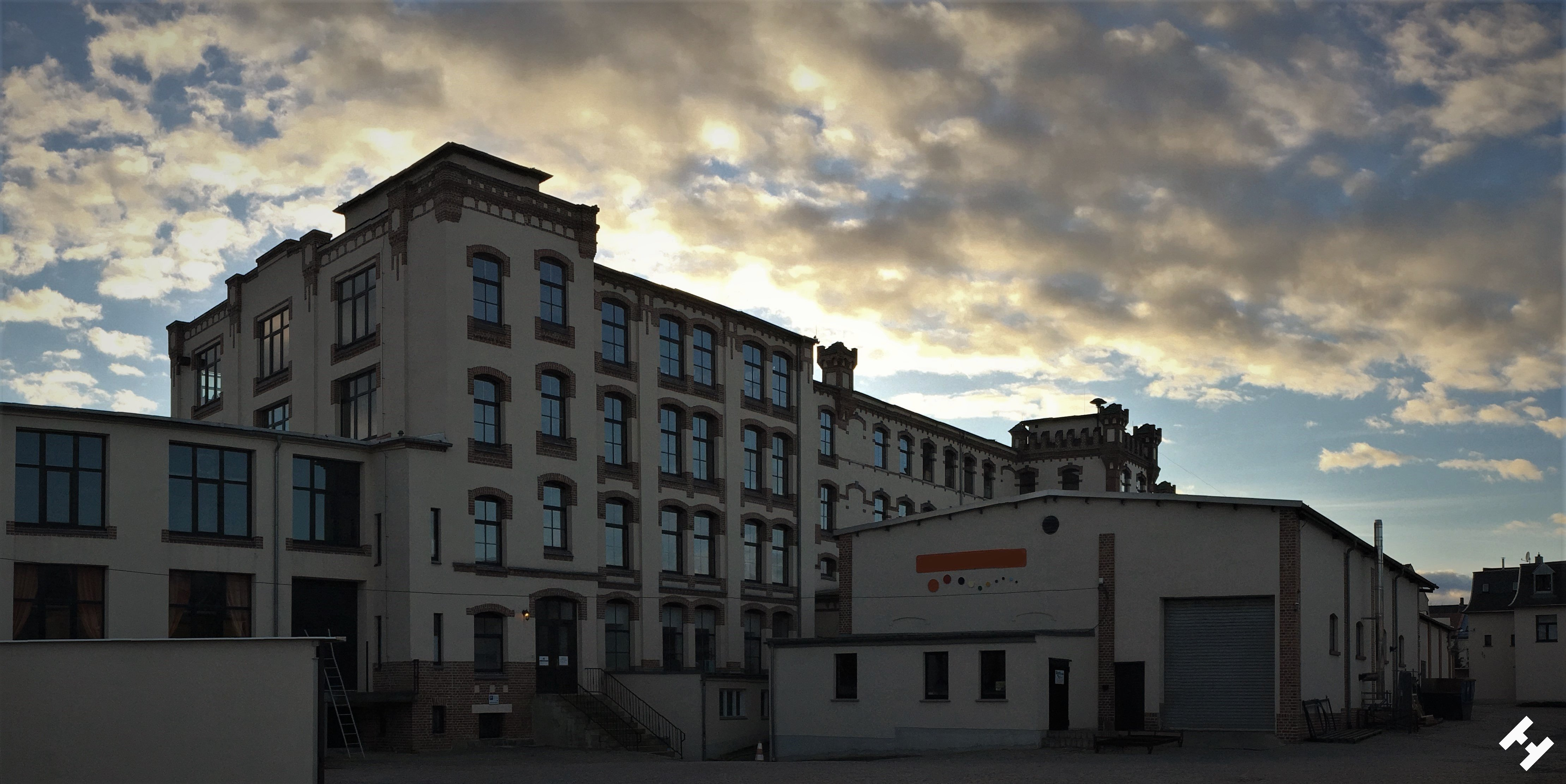 Werksgebäude der ehemaligen VEB Volltuch im Ensemble