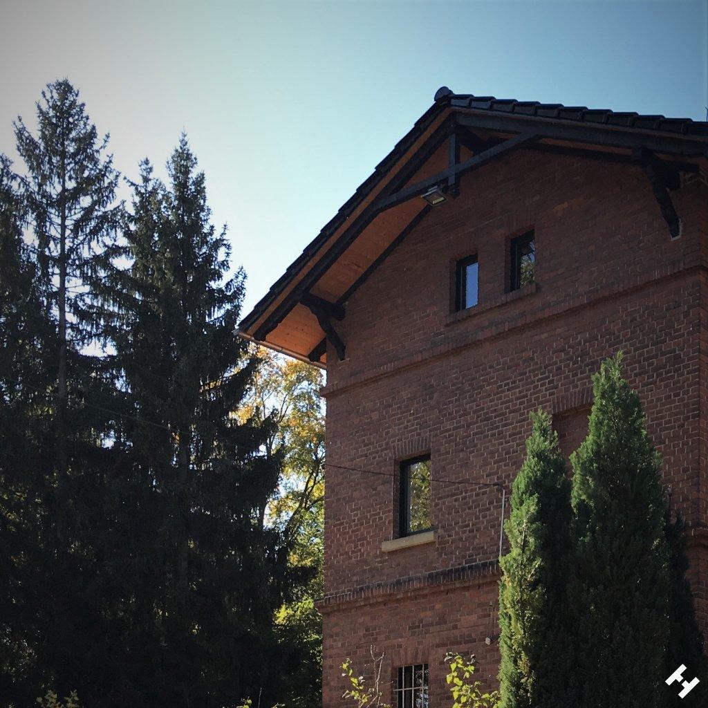 Bahnhofsgebäude als Backsteinbau der Werdauer Waldeisenbahn