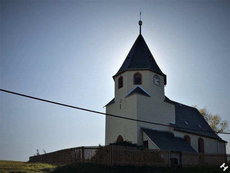 Kirchenbau aus dem Jahre 1222 direkt am Vorstau der Koberbachtalsperre