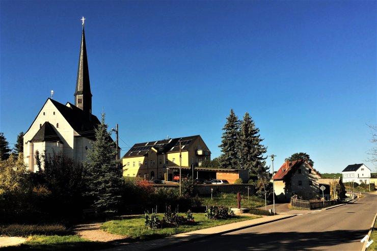Einladender Gemeindeplatz in Dennheritz